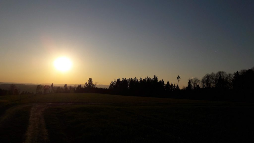 Sonnenuntergang am Bauernhof in Oberösterreich